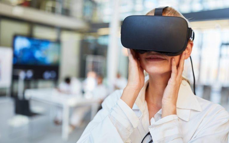 Dentist using VR Tech